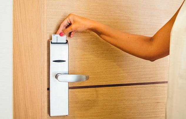 khoa the tu khach san - Giải pháp hàng đầu cho khóa cửa khách sạn hiện đại