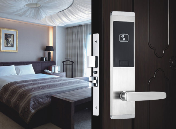 HL8820d - Những lưu ý khi lắp đặt khóa thẻ từ khách sạn?