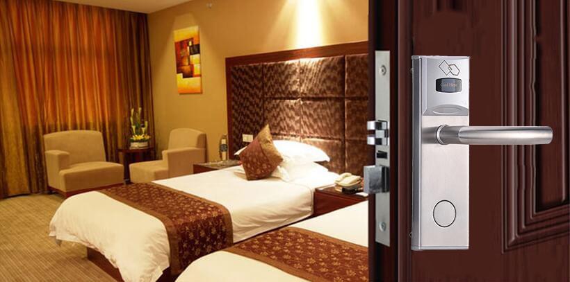cua phong khach san 2 - Khóa thẻ từ khách sạn HL 8202